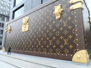 z13796502Q,Ogromna-reklama-Louis-Vuitton---w-poniedzialek-kto